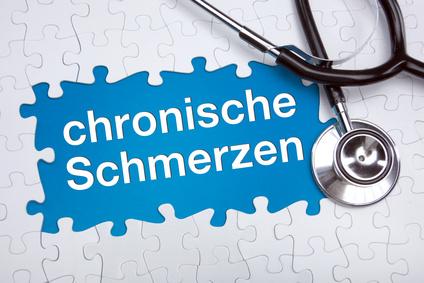 """Zuzahlungsbefreiung > chronisch Kranke – Zuzahlungsgrenze – betanet"""" title=""""Corona-Impfung: Menschen mit Diabetes können früher geimpft werden – Heilpraxis"""" style=""""width:300px"""" /><br /> Nicht nur Menschen mit einer Sinnes- oder Mobilitätseinschränkung können einen Schwerbehindertenausweis bekommen. Unter Umständen wird auch eine chronische Erkrankung als Behinderung anerkannt. Mehr als ein Drittel aller Deutschen leidet an einer oder mehreren chronischen Erkrankungen. Mit zunehmendem Alter sind mehr Menschen betroffen.</p> <p> Anerkannt werden können schwerwiegende Erkrankungen <em>Ist ein diabetiker chronisch krank</em> zum Beispiel. <a href="""