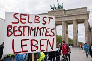 Menschen vor dem Brandenburger Tor beim Europäischen Protesttag 2016