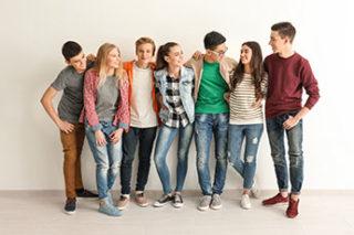 eine Gruppe Jugendliche