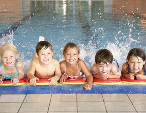Kinder Wassergymnastik