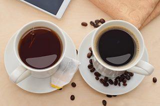 Tasse Kaffee und Tasse Tee